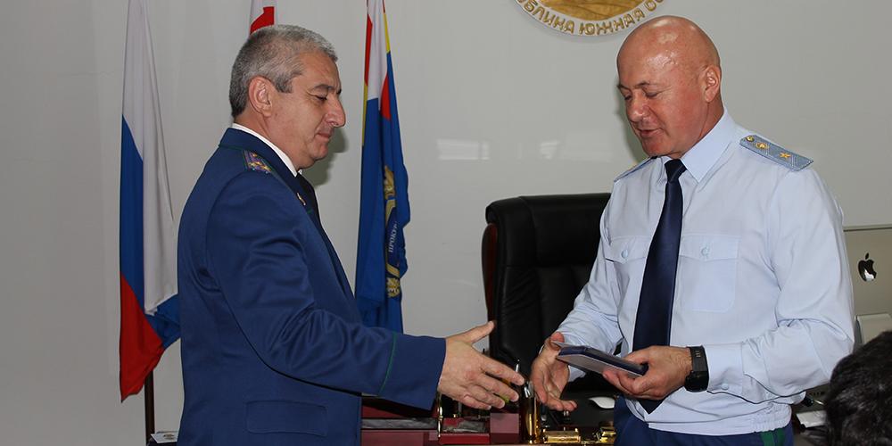 Генеральный прокурор Республики Южная Осетия наградил лучших работников прокуратуры